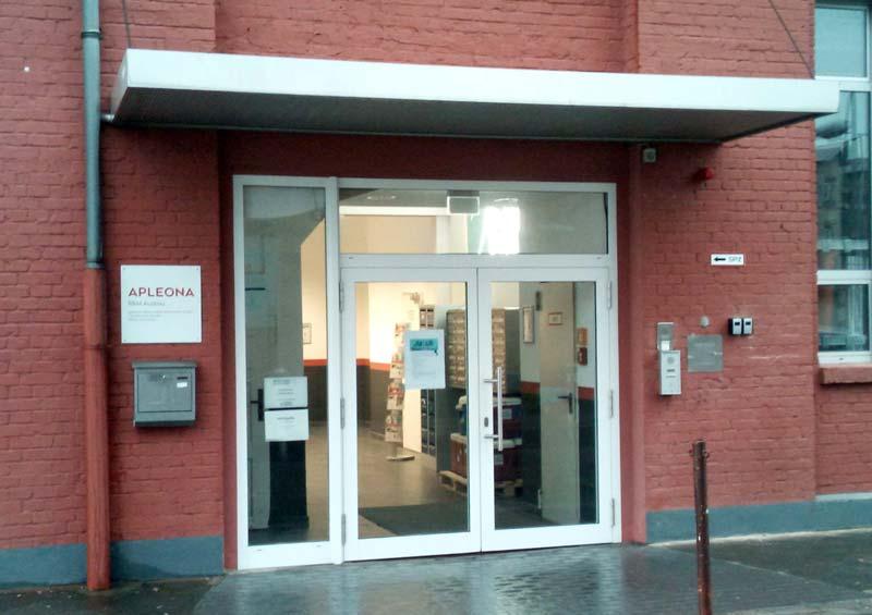 Eingang am Gebäude 372